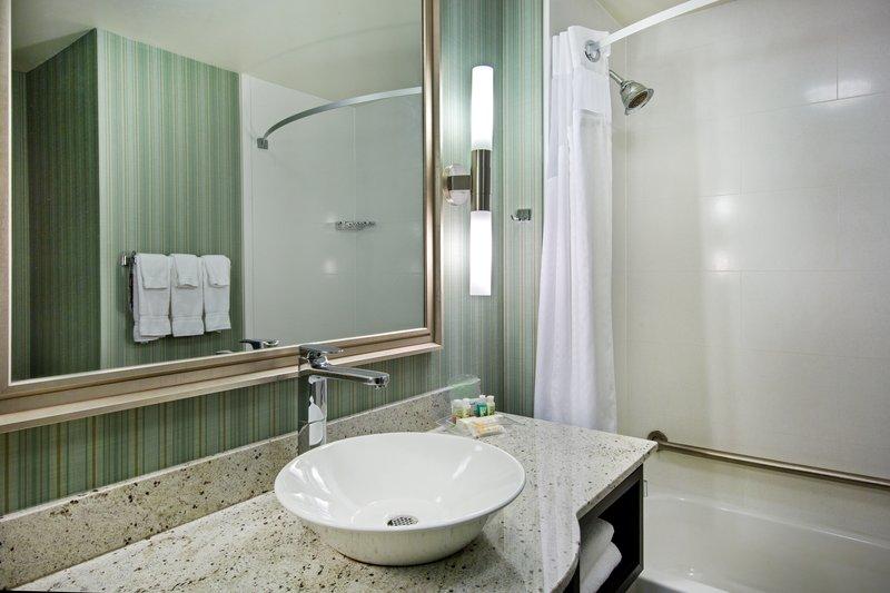 Holiday Inn Saskatoon Downtown-Two Queen Deluxe Corner Suite Guest Bathroom<br/>Image from Leonardo