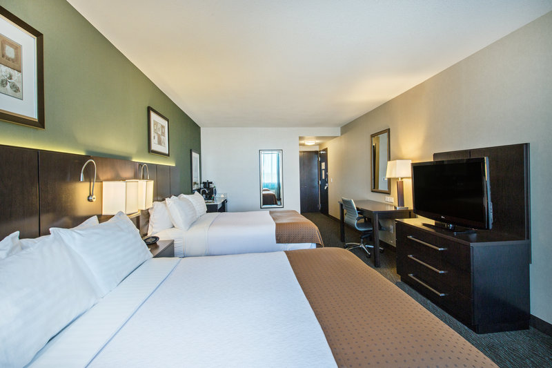 Holiday Inn Saskatoon Downtown-Two Queen barrier free Guest Room<br/>Image from Leonardo