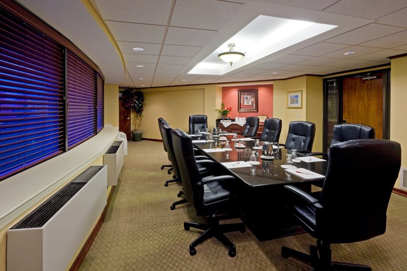 Crowne Plaza Edison-Boardroom<br/>Image from Leonardo