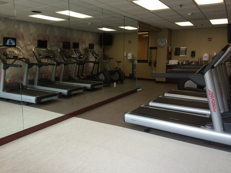 Crowne Plaza Edison-Fitness Center<br/>Image from Leonardo