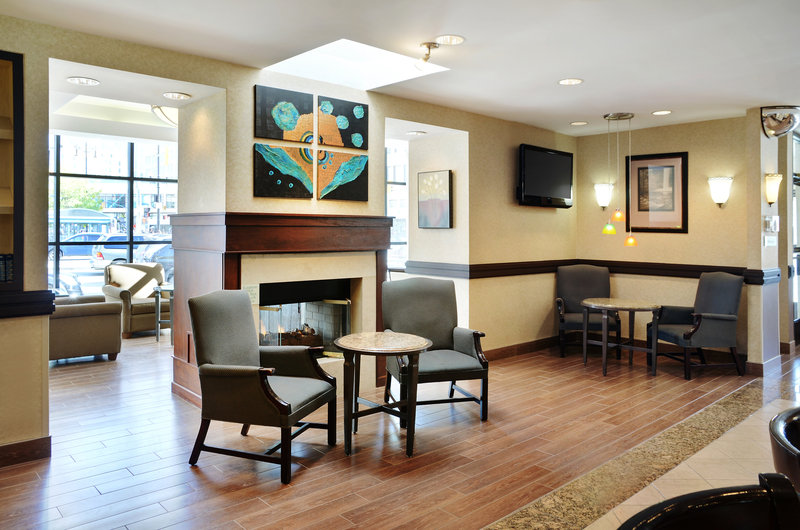 Holiday Inn Hotel & Suites Winnipeg-Downtown-Enjoy a night cap in our relaxing lounge area!<br/>Image from Leonardo