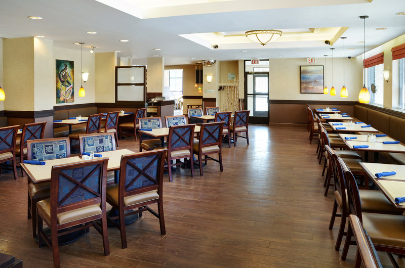 Holiday Inn Hotel & Suites Winnipeg-Downtown-Grab a quick meal or relax and enjoy the dinning e<br/>Image from Leonardo