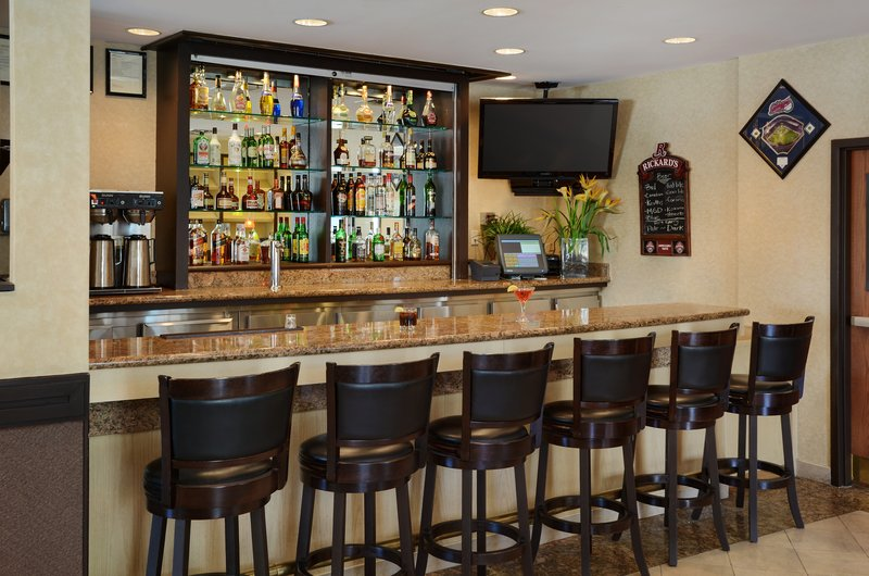 Holiday Inn Hotel & Suites Winnipeg-Downtown-Enjoy a cocktail in our lounge before a Jets game,<br/>Image from Leonardo