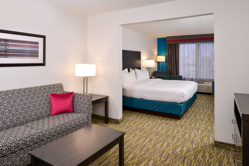 Holiday Inn Express & Suites Omaha West-King Bed Mini Suite with pull-out sofa bed<br/>Image from Leonardo