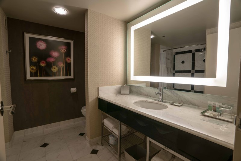 MGM Grand Hotel & Casino-Grand Queen Bathroom<br/>Image from Leonardo