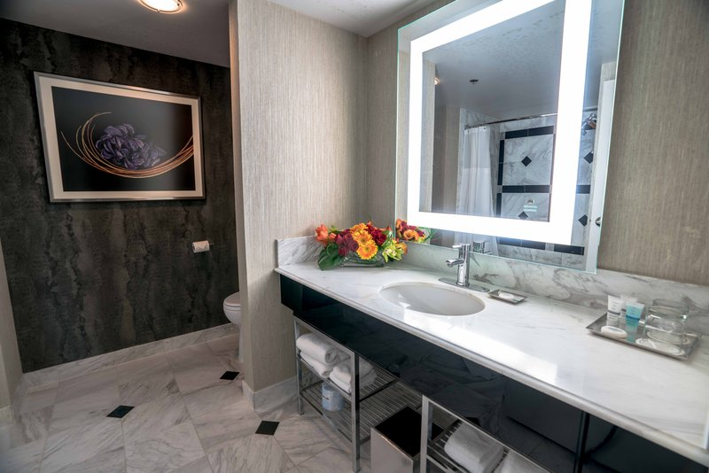 MGM Grand Hotel & Casino-Staywell Grand Queen Bathroom<br/>Image from Leonardo