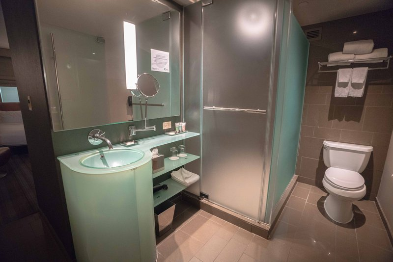 MGM Grand Hotel & Casino-West Wing Bathroom<br/>Image from Leonardo