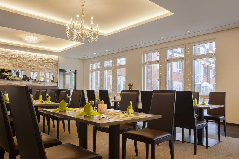 Holiday Inn Leipzig - Gunthersdorf-The hotel's inviting restaurant, where kids eat free.<br/>Image from Leonardo