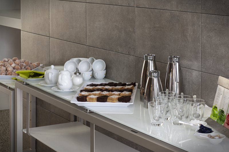 Holiday Inn Leipzig - Gunthersdorf-Refreshments for a coffee break with colleagues.<br/>Image from Leonardo