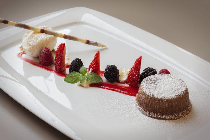 Holiday Inn Leipzig - Gunthersdorf-Sweet treats at the hotel's restaurant, where kids eat free.<br/>Image from Leonardo