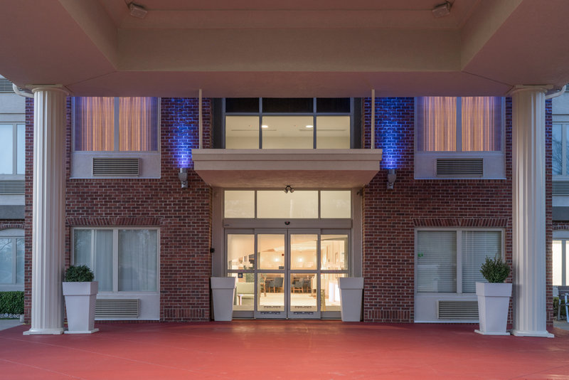 Holiday Inn Express Radcliff - Fort Knox-Entrance <br/>Image from Leonardo