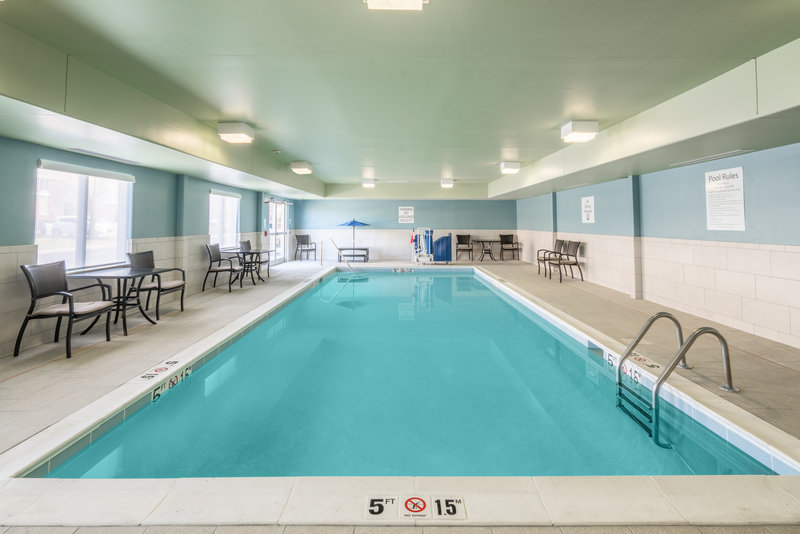 Holiday Inn Express Radcliff - Fort Knox-Swimming Pool <br/>Image from Leonardo
