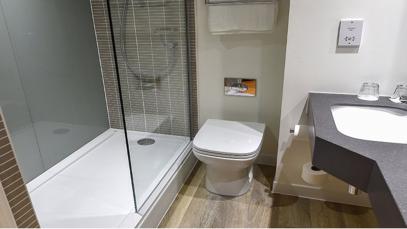 Holiday Inn Derby - Nottingham M1, Jct.25-Renovated guest bathrooms<br/>Image from Leonardo