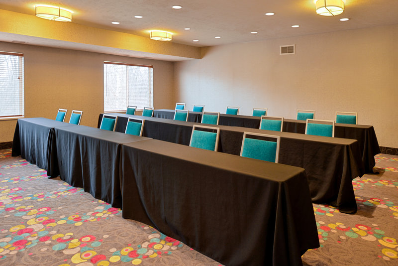 Holiday Inn Express & Suites Omaha West-Meeting Room<br/>Image from Leonardo