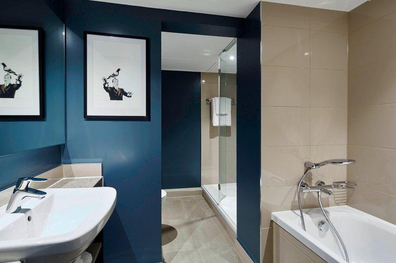 Marriott Portsmouth Hotel-Portchester Suite - Bathroom<br/>Image from Leonardo