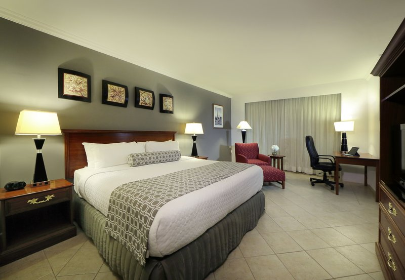 Crowne Plaza Panama-King Bed Guest Room<br/>Image from Leonardo