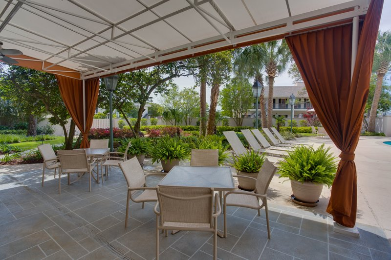 Crowne Plaza Executive Center Baton Rouge-Enjoy the outdoors at our courtyard patio<br/>Image from Leonardo