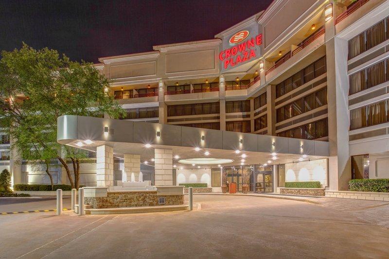 Crowne Plaza Executive Center Baton Rouge-Hotel Entrance<br/>Image from Leonardo