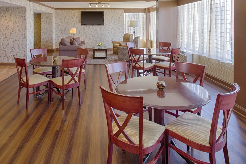Crowne Plaza Dayton-Get Club Lounge access when you book an Executive Room!<br/>Image from Leonardo