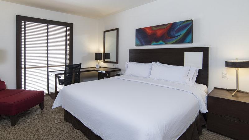 Holiday Inn Express Guadalajara Autonoma-King Bed Guest Room<br/>Image from Leonardo