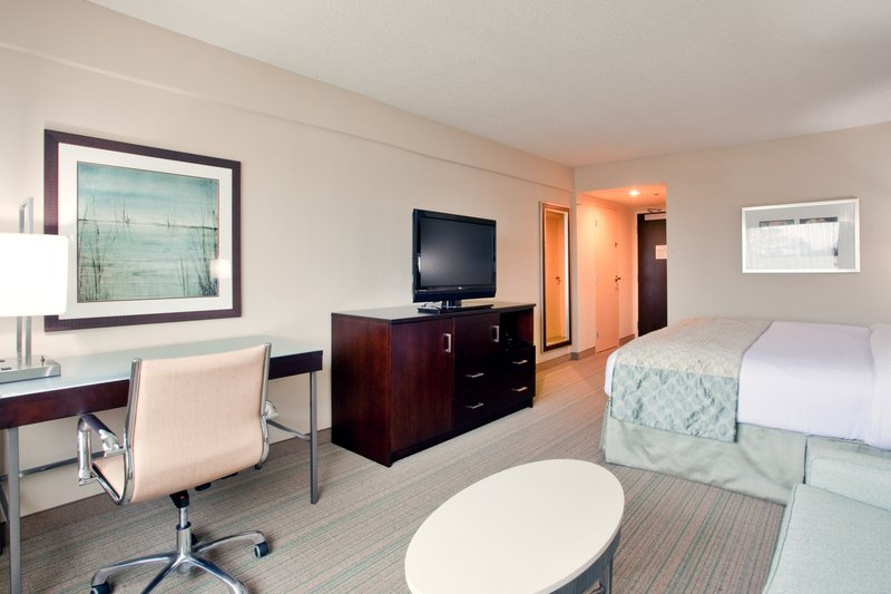 Holiday Inn Virginia Beach - Norfolk-King Bed Guest Room with Pull-Out Sofa and a Workdesk!<br/>Image from Leonardo