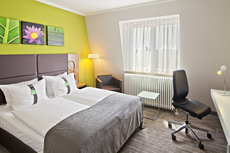 Holiday Inn Leipzig - Gunthersdorf-Comfort Room with Queen Size Bed<br/>Image from Leonardo