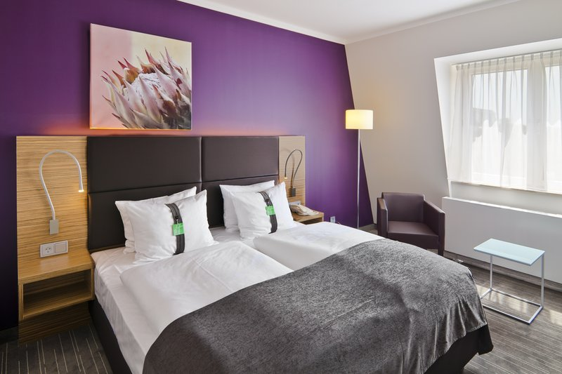 Holiday Inn Leipzig - Gunthersdorf-Comfort Room with Kingsize Bed<br/>Image from Leonardo