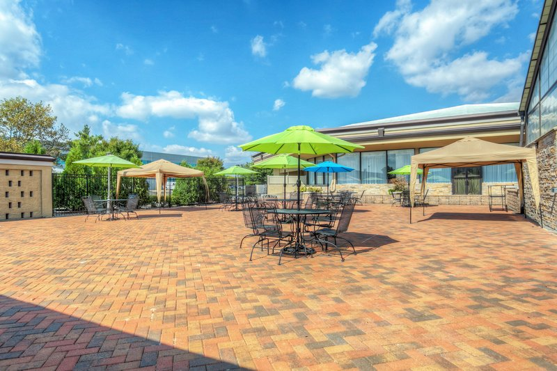 Holiday Inn Airport West Earth City-Guest Patio<br/>Image from Leonardo