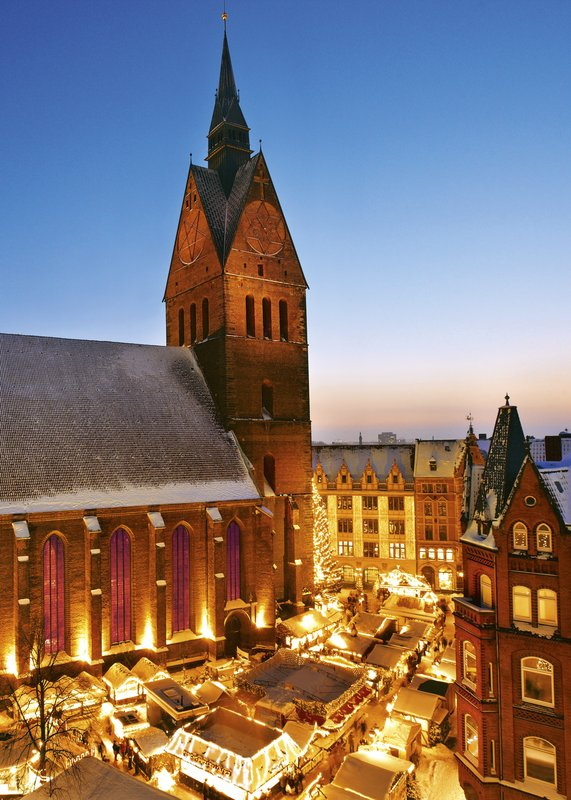 Crowne Plaza Hannover-Christmas market<br/>Image from Leonardo