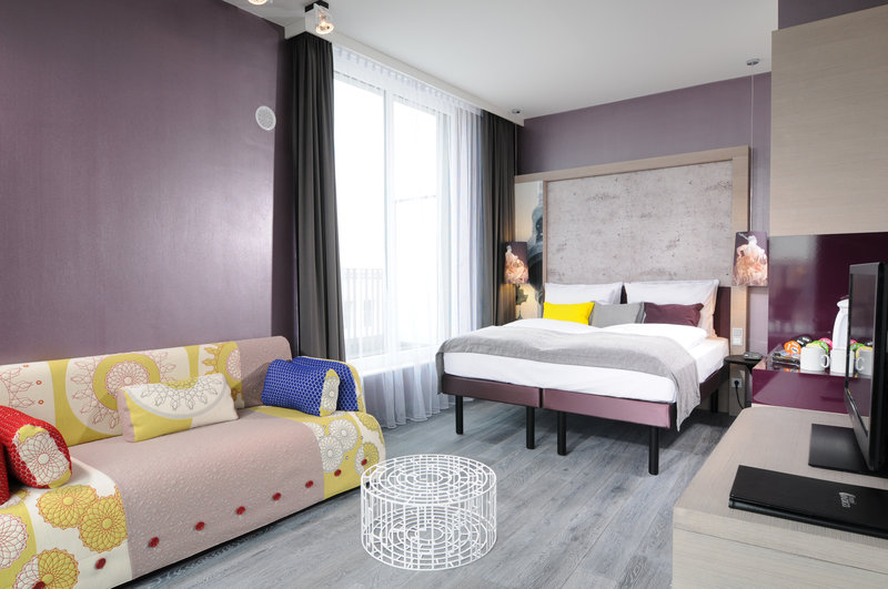 Hotel Indigo Berlin Centre Alexanderplatz-Contemporary design and space to relax in our Suite<br/>Image from Leonardo