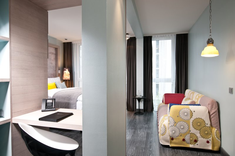 Hotel Indigo Berlin Centre Alexanderplatz-Spacious Deluxe room with stylish workspace<br/>Image from Leonardo