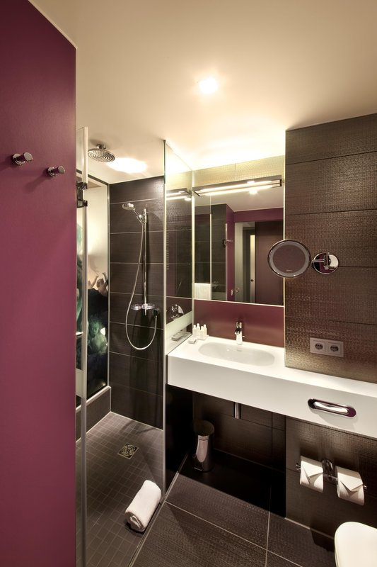 Hotel Indigo Berlin Centre Alexanderplatz-Guest Bathroom<br/>Image from Leonardo