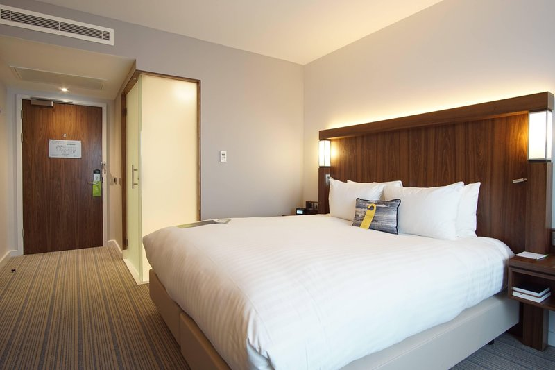 Courtyard Glasgow Airport-King Guest Room<br/>Image from Leonardo
