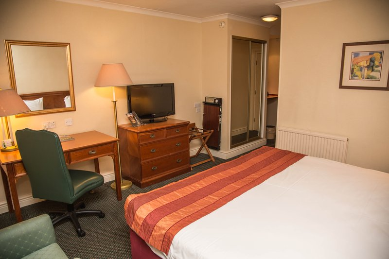 Holiday Inn Leeds - Bradford-Double Bed Guest Room<br/>Image from Leonardo