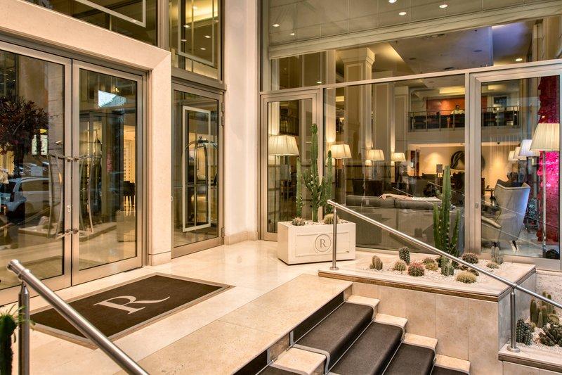 Renaissance Naples Hotel Mediterraneo-Entrance<br/>Image from Leonardo