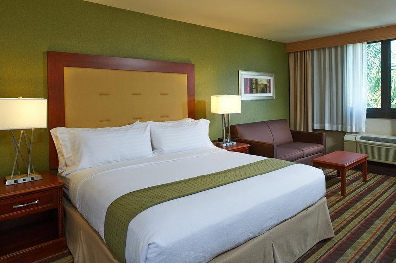 Holiday Inn Buena Park-Near Knott's-Executive Guestroom with located on the Executive Floor<br/>Image from Leonardo