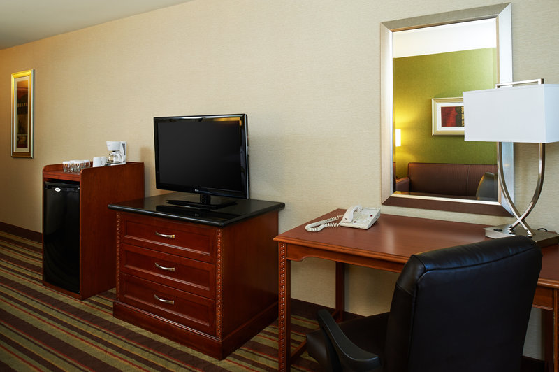 Holiday Inn Buena Park-Near Knott's-Room amenities include fridge, desk, coffee maker, wifi<br/>Image from Leonardo