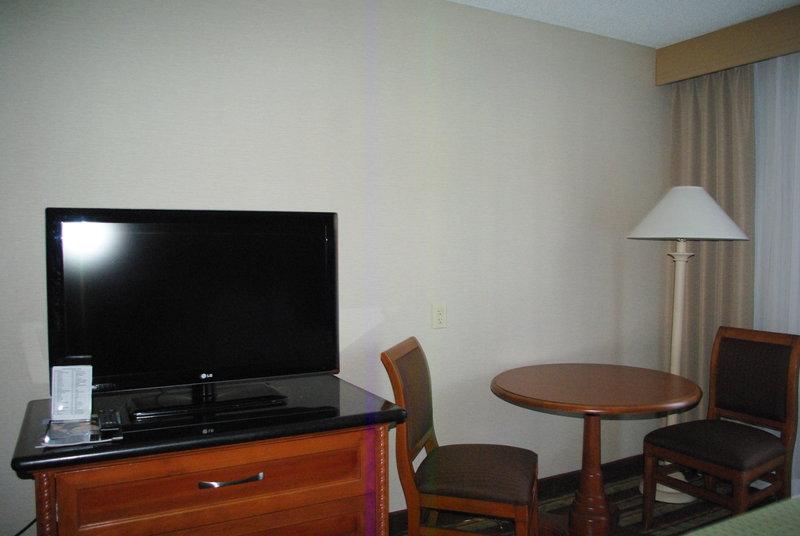Holiday Inn Buena Park-Near Knott's-Spacious room with workspace and HD Flatscreen TV<br/>Image from Leonardo
