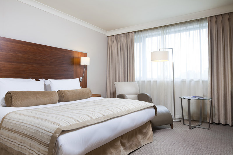 Crowne Plaza Manchester Airport-Club King Room<br/>Image from Leonardo