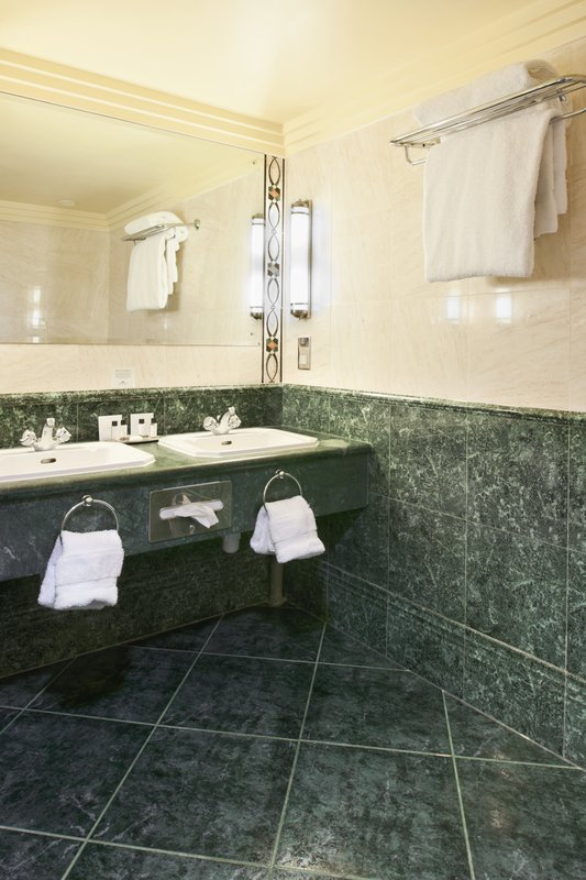 Crowne Plaza Liverpool John Lennon Airport-Guest Bathroom<br/>Image from Leonardo