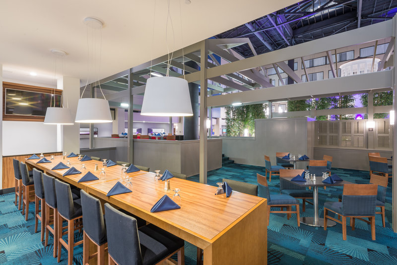 Crowne Plaza Stamford-Breakfast Area<br/>Image from Leonardo