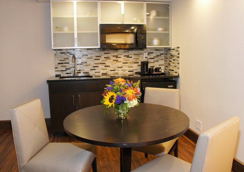 Crowne Plaza Stamford-Junior suite with Kitchen<br/>Image from Leonardo