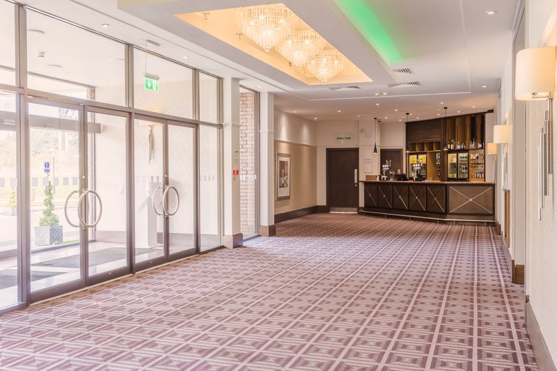 Holiday Inn Newcastle - Gosforth Park-This area is great for pre dinner drinks<br/>Image from Leonardo