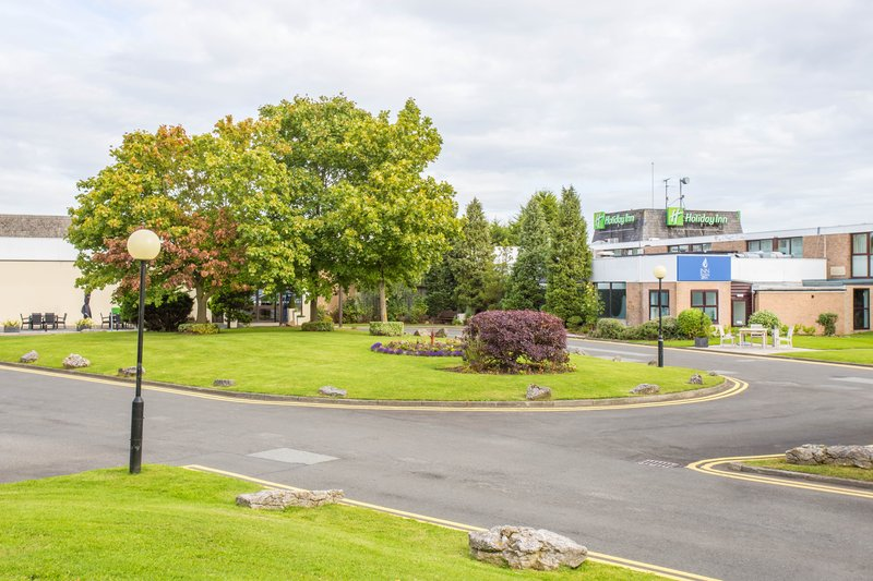 Holiday Inn Newcastle - Gosforth Park-Leafy at the front of the hotel<br/>Image from Leonardo
