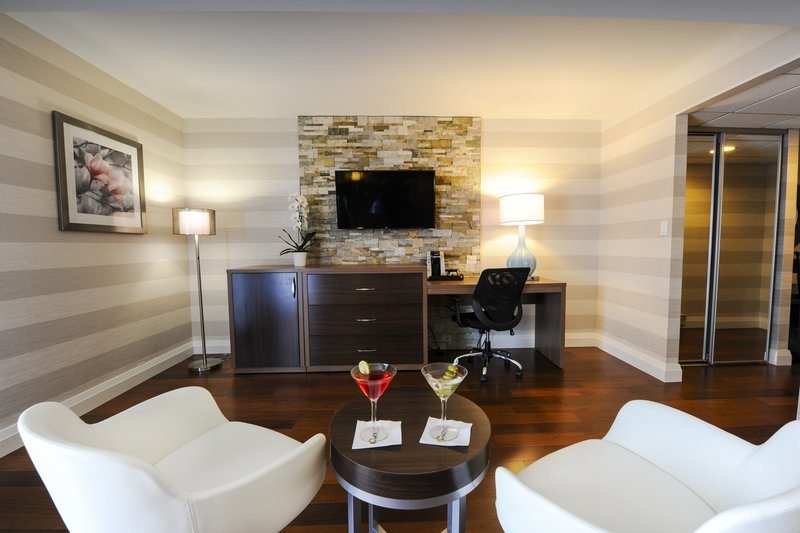 Holiday Inn Niagara Falls - by the Falls-Relax after a long day in our spacious King Executive Room<br/>Image from Leonardo