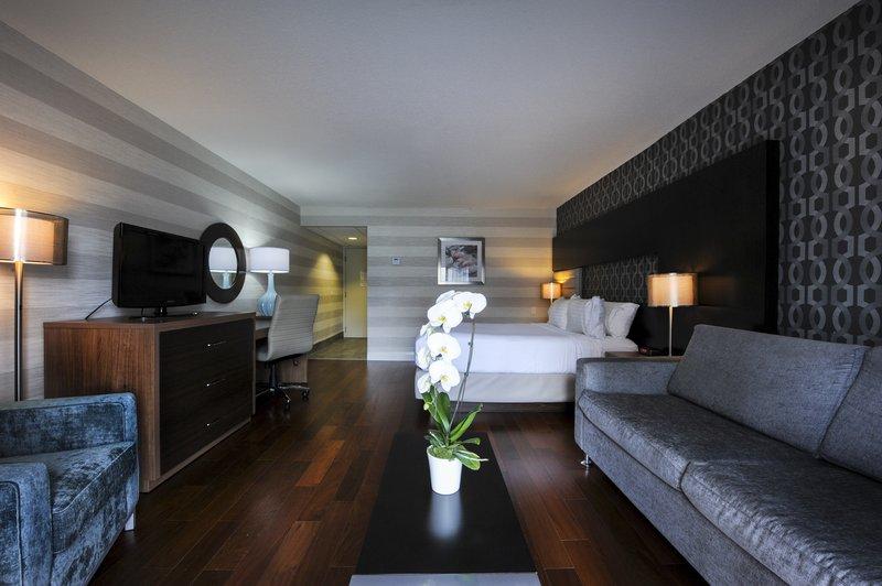 Holiday Inn Niagara Falls - by the Falls-Guest Room<br/>Image from Leonardo