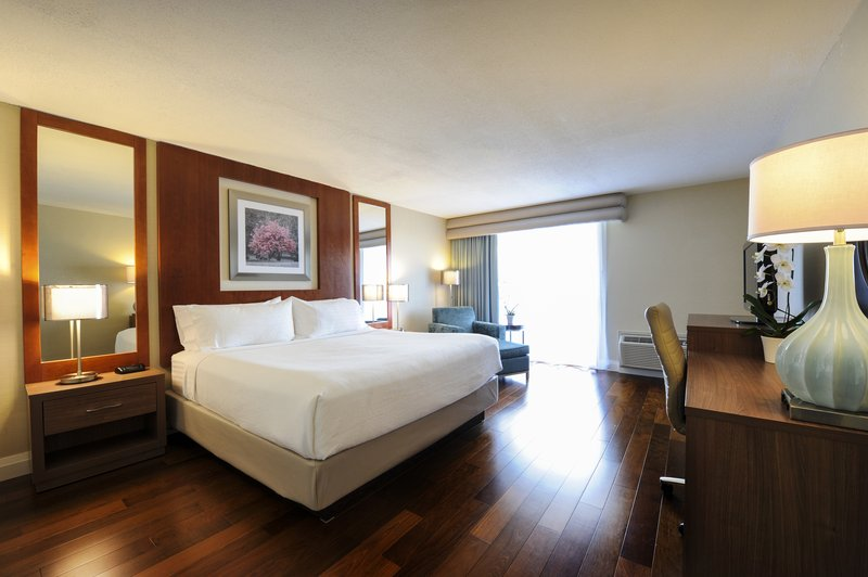 Holiday Inn Niagara Falls - by the Falls-Brand new King rooms come fully equipped with everything you need <br/>Image from Leonardo