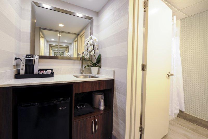 Holiday Inn Niagara Falls - by the Falls-Guest Bathroom<br/>Image from Leonardo