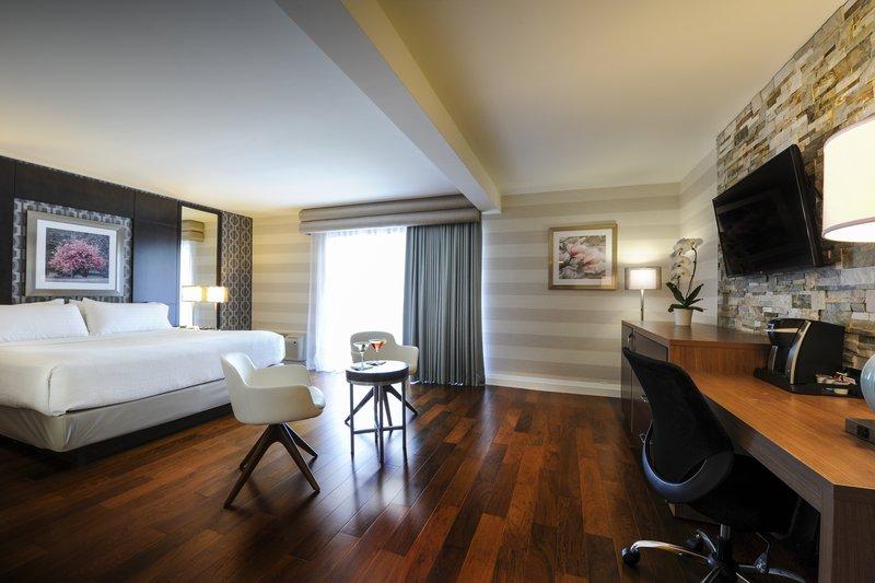 Holiday Inn Niagara Falls - by the Falls-Make our Executive King room your home base in Niagara Falls<br/>Image from Leonardo