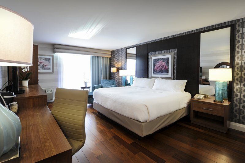 Holiday Inn Niagara Falls - by the Falls-Beautiful new King rooms come equipped with everything you need<br/>Image from Leonardo